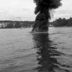 2007 Spektakulärer Brand eines Motorbootes